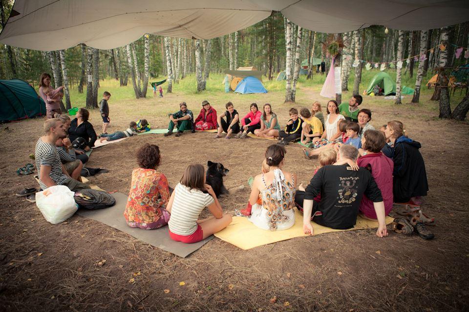 Летний семейный палаточный лагерь
